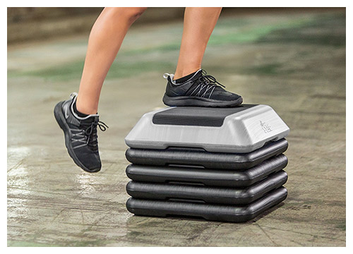 6. The step high-step aerobics platform